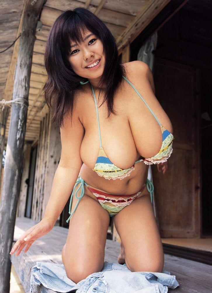 Sex archive big jiggly titties in bikinis