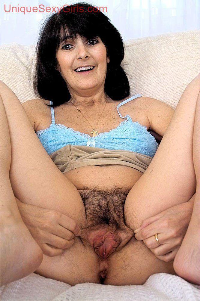 Mature big pussy lips pic