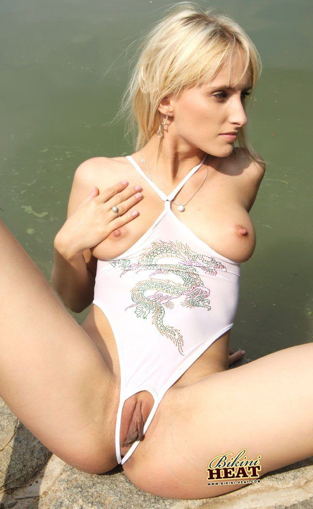 Pics of pussy in bikinis nude gallery